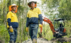 Community Customer and Staff (Photo courtesy Queensland Urban Utilities)